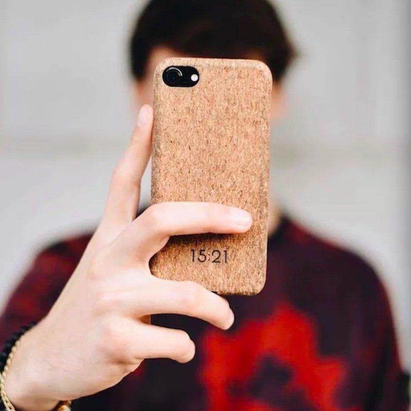 15_21 sustainable cork phone case